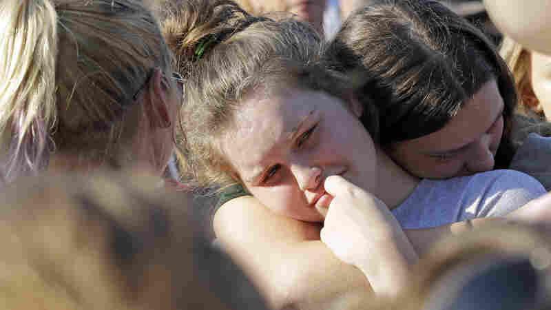 8 Students, 2 Teachers Killed In Santa Fe High School Shooting