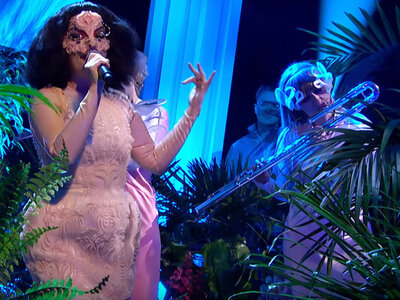 Björk Brings Flutes And Flora To Her First TV Performance In 6 Years