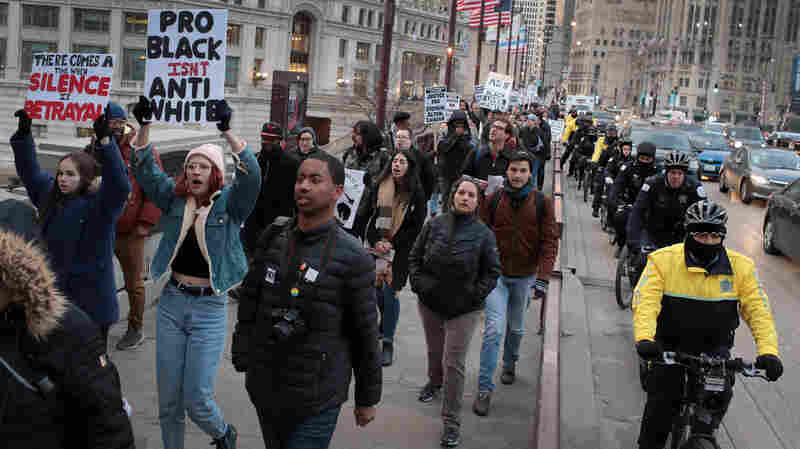 Chicago Debates If Civilian Groups Should Oversee Police