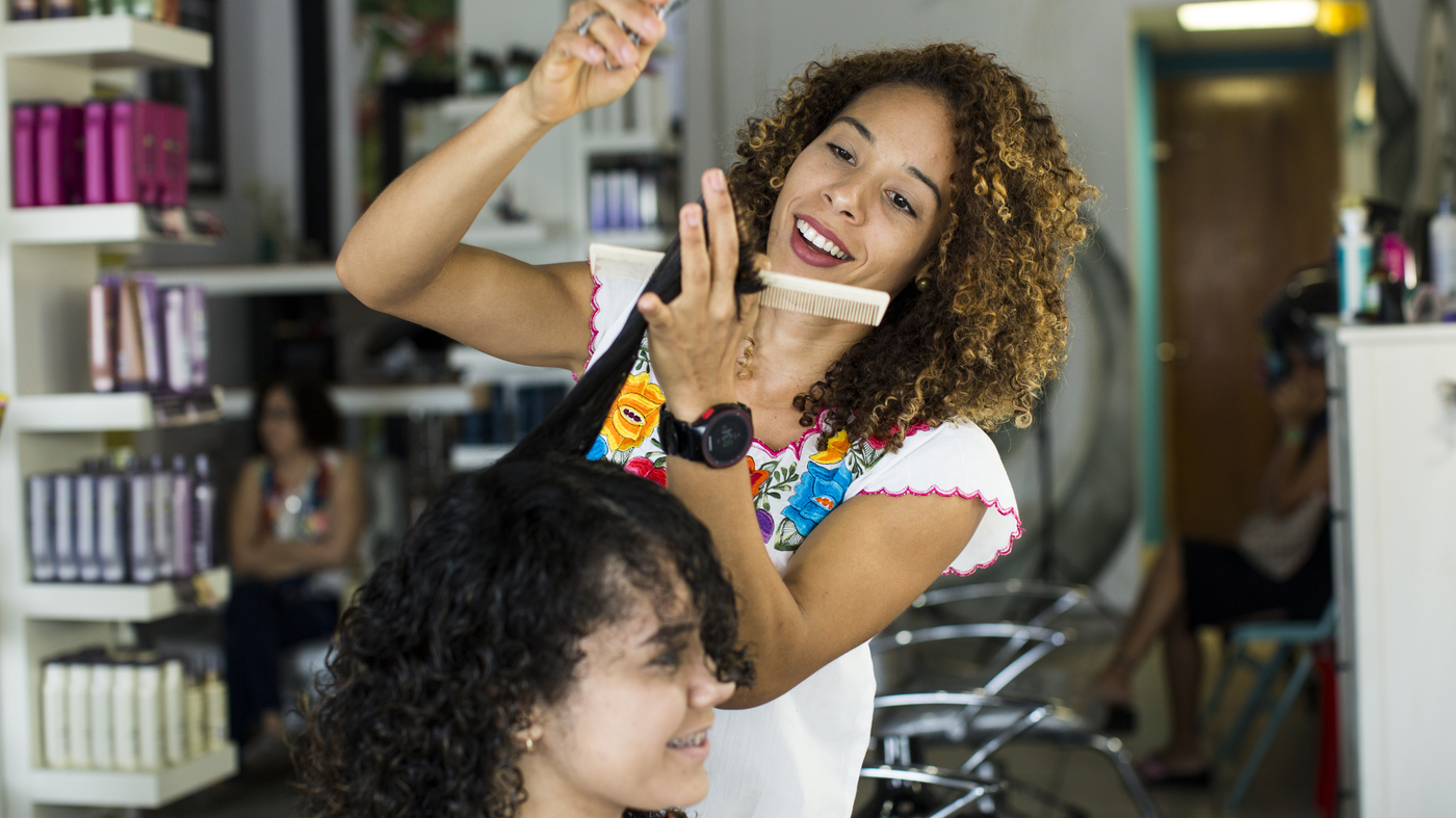 After Hurricane Maria, Puerto Rican Women Embrace Their Natural, Curly Hair