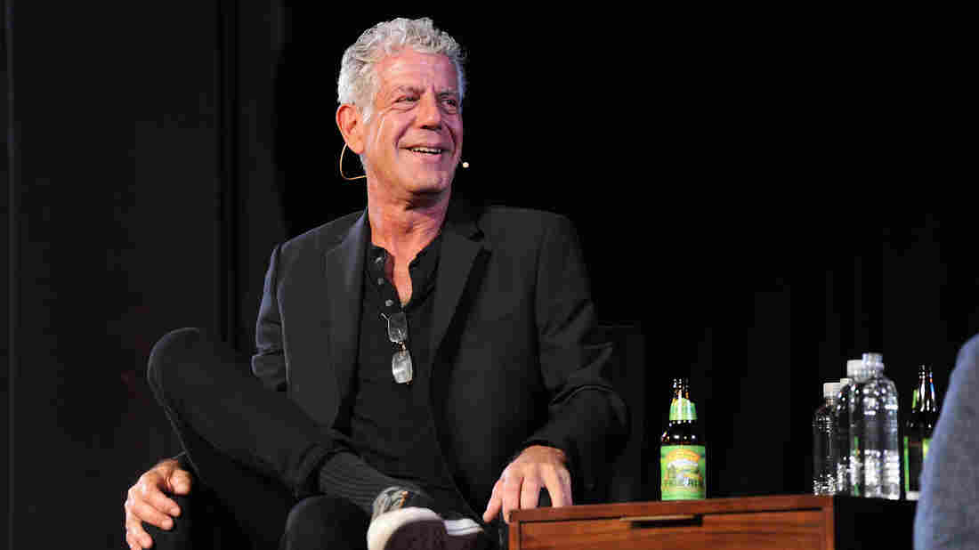Fans pay tribute to Bourdain