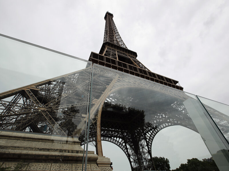eiffel tower now has bulletproof glass walls to protect against