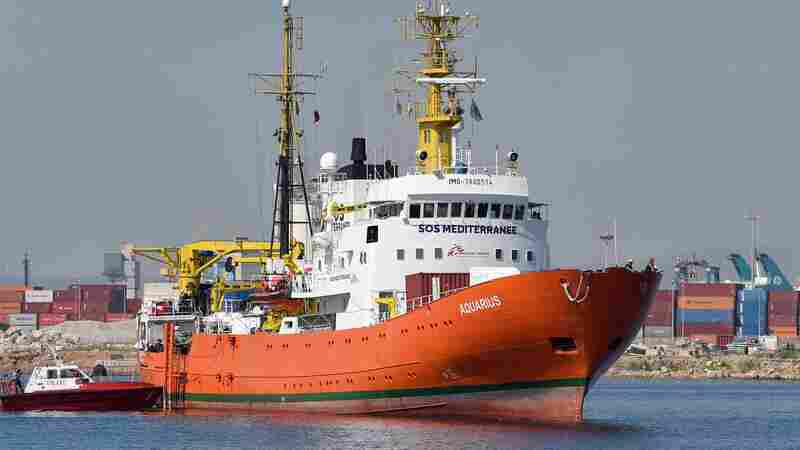 Rescue Ships Holding More Than 600 Migrants Reach Spain
