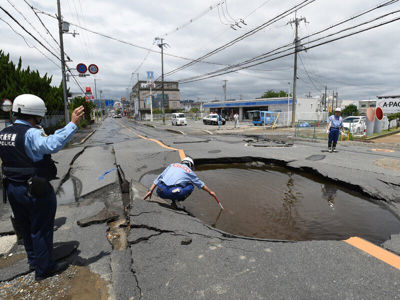 Magnitude 61 Quake Strikes Japan Killing 4 Injuring Hundreds