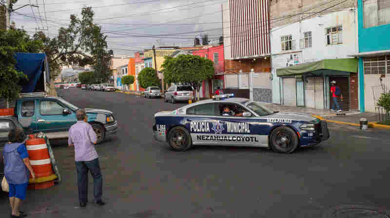 Working The Night Shift For Mexico City's Bloody Crime Tabloids