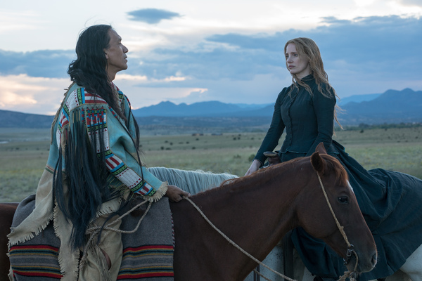 In Woman Walks Ahead, an artist and activist from New York City (Jessica Chastain) travels to North Dakota to make a portrait of Sitting Bull (Michael Greyeyes).