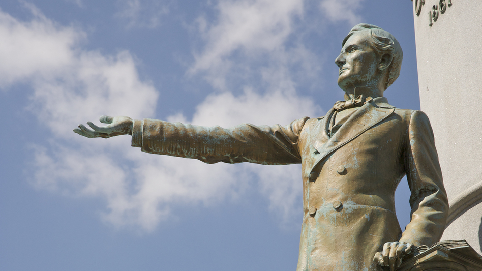 Commission members recommended that the monument to Jefferson Davis be taken down. The bronze statue was unveiled in 1907 at a reunion of thousands of Confederate veterans. (Barry Winiker/Getty Images)