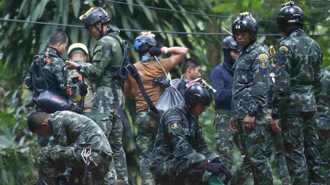 'Limited time' to rescue boys from cave