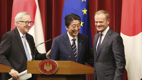 Japanese Prime Minister Shinzo Abe (center), European Commission President Jean-Claude Juncker (left) and European Council President Donald Tusk smile after their joint press conference at the Japan-EU summit on Tuesday in Tokyo.