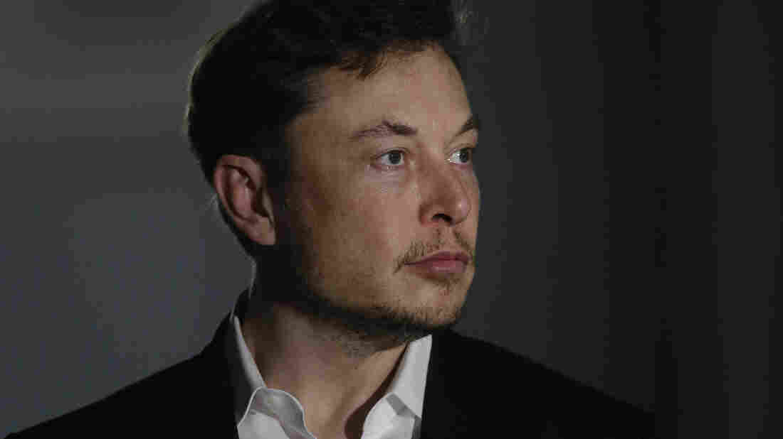 Musk apologizes to British cave diver