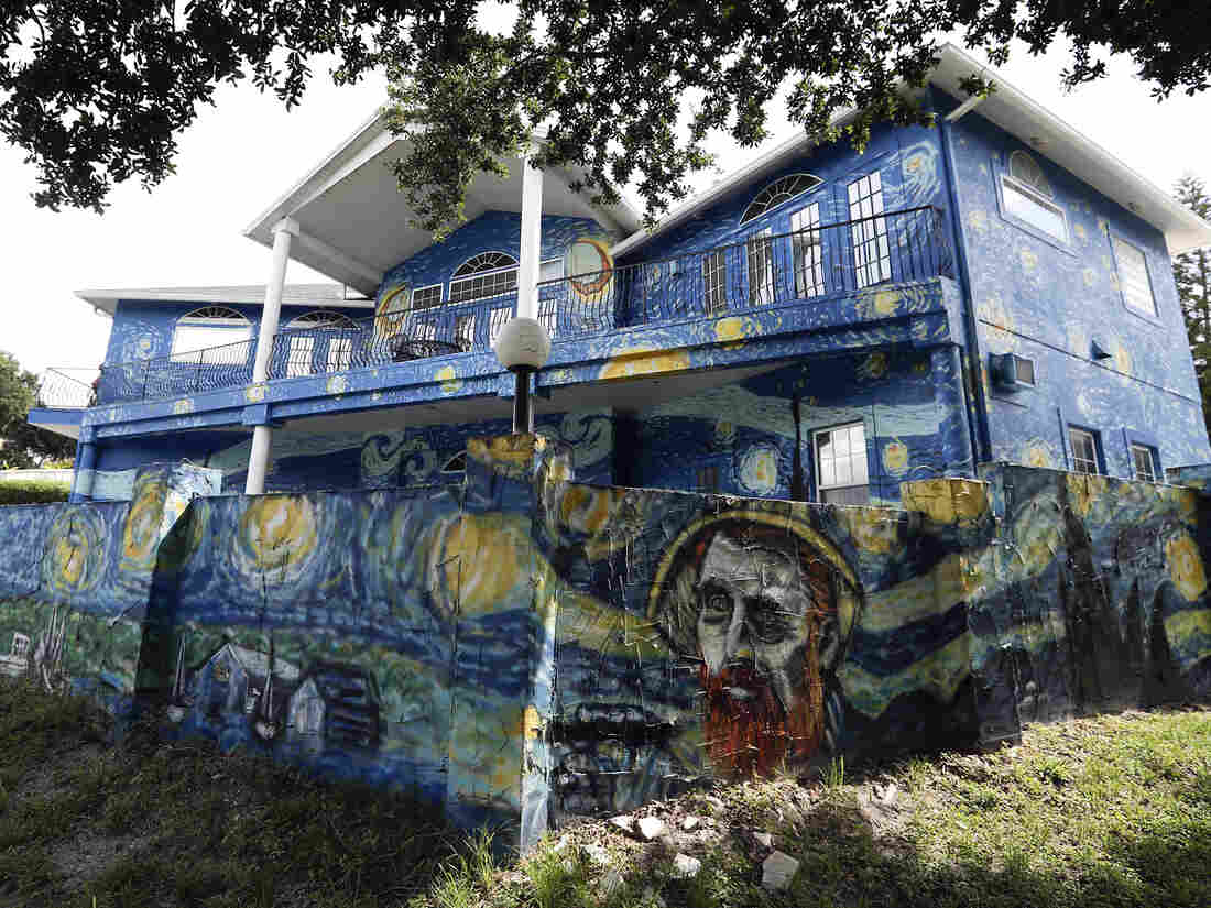 Starry Night can stay on Florida home, mayor to apologize