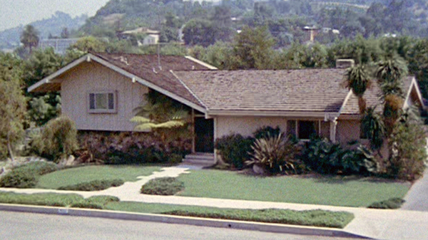 The house that played the home, at least from the outside, of the Brady family from the sitcom The Brady Bunch is currently for sale in the Los Angeles neighborhood Studio City.