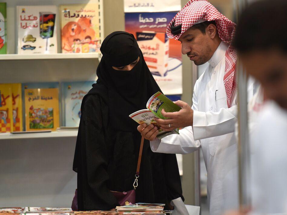 Saudi men and women browse the annual Riyadh International Book Exhibition in 2016. (Fayez Nureldine/AFP/Getty Images)