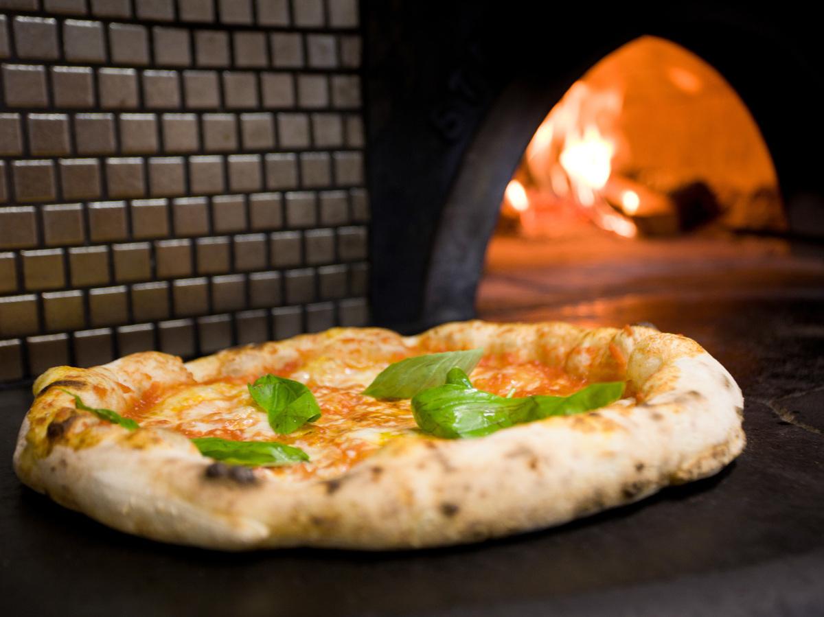 Pizza Physics Why Brick Ovens Bake The Perfect Italian