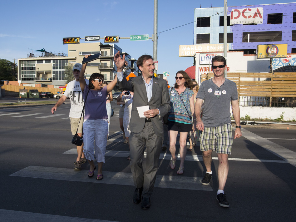 Texas Attorney General candidate Justin Nelson leads a pub crawl across three congressional districts in downtown Austin - the Pub Crawl to End Gerrymandering. (Gabriel C. Pérez/KUT)