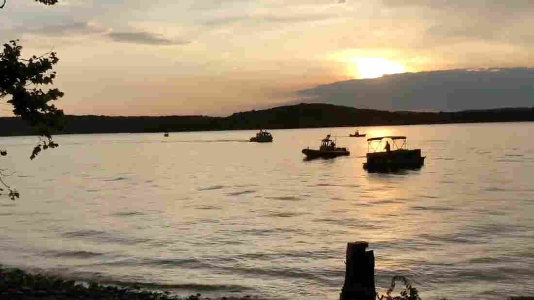 Excursion boat sinks on Table Rock Lake
