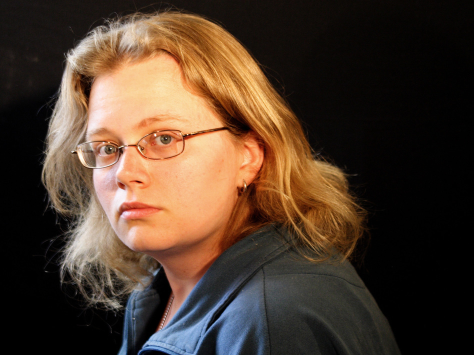 Seanan McGuire has so many universes in her head, she hasn't counted them all yet. (Beckett Gladney)
