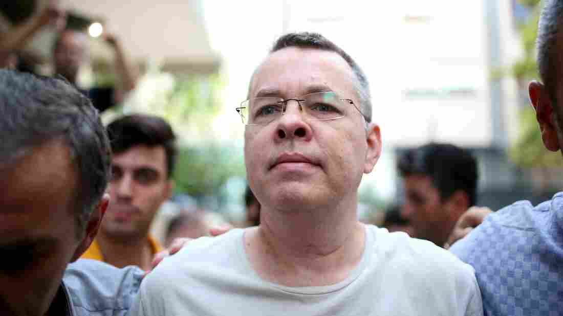 US Christian pastor leaves Turkish prison after court ruling