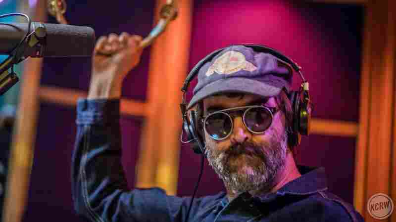 Watch Eels Perform 'You Are The Shining Light' Live In The Studio