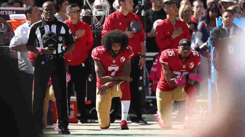 EA Sports Says It 'Messed Up' By Scrubbing Colin Kaepernick From Game's Soundtrack