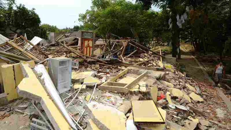 Death Toll For Indonesian Quake Rises Into The Hundreds