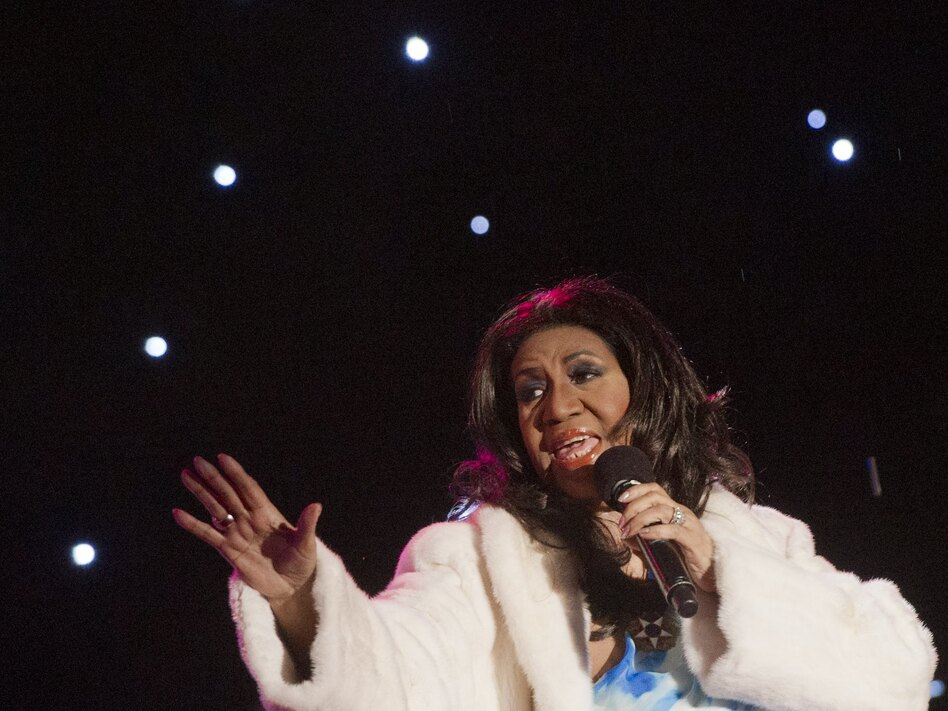 Aretha Franklin performs at the national Christmas tree lighting ceremony in Washington, D.C., in 2013. Franklin died on Thursday in Detroit. (Saul Loeb/AFP/Getty Images)