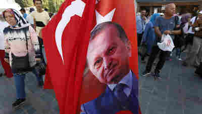 U.S. Threatens Further Sanctions Against Turkey Over Detained Pastor