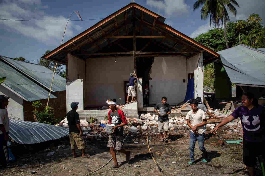 6.9-Magnitude Earthquake Hits Indonesia's Lombok Island : NPR