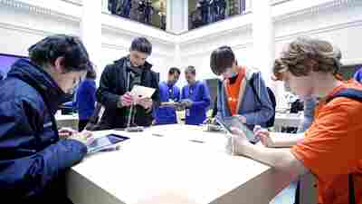 iPad Battery Malfunction Leads To Apple Store Evacuation In Amsterdam