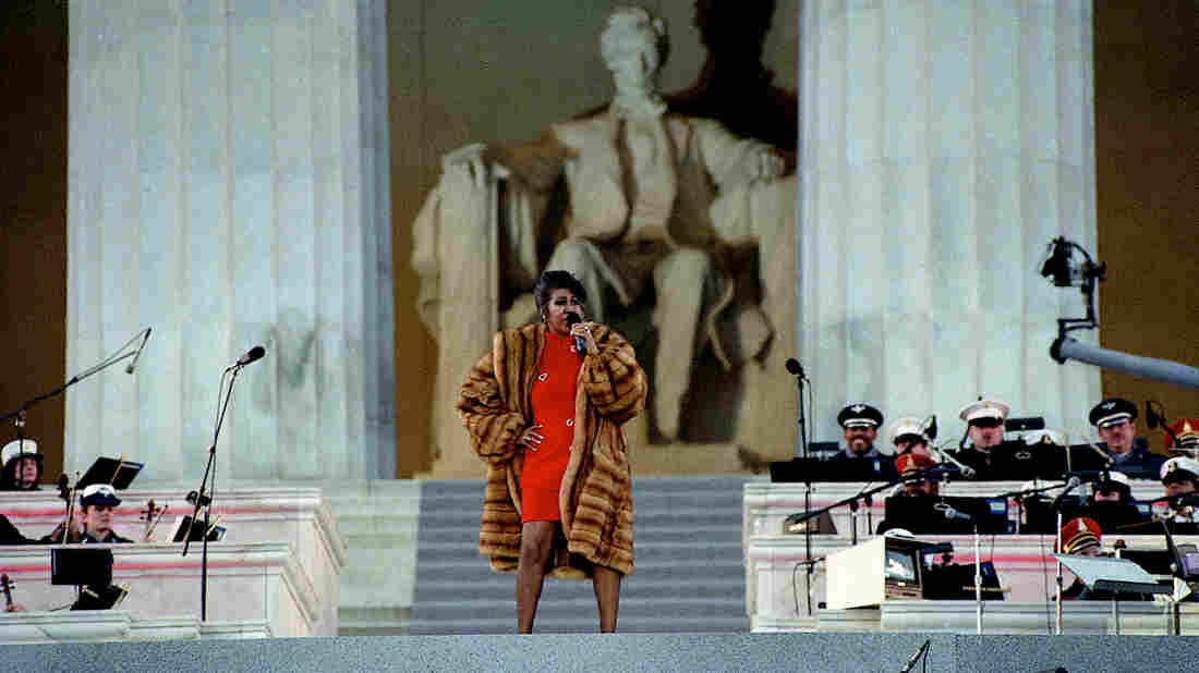 Aretha Franklin performs at the Lincoln Memorial for President Clinton's inaugural gala on January 17, 1993. (Mark Reinstein/Corbis via Getty Images)
