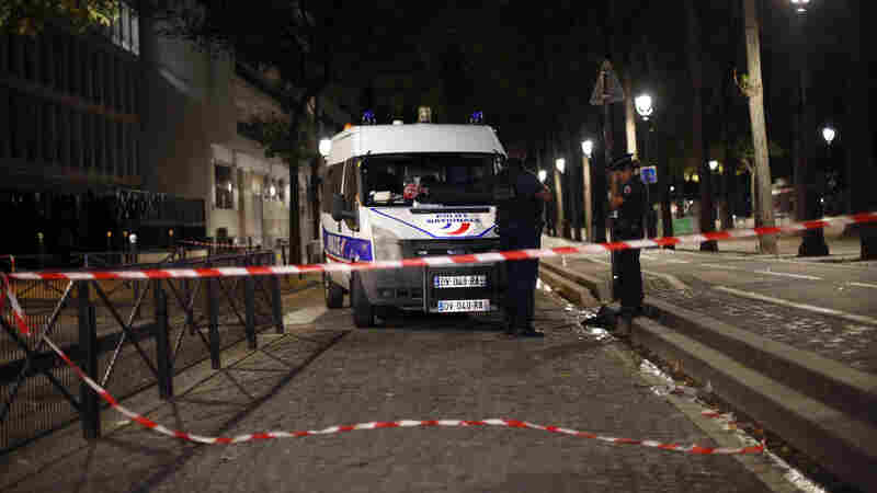 7 People Injured In Paris Knife Attack