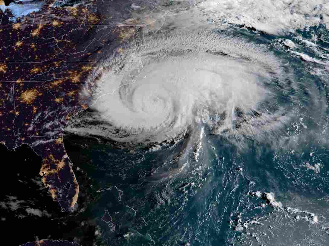 North Carolina coast feels Florence's first blast of wind, rain
