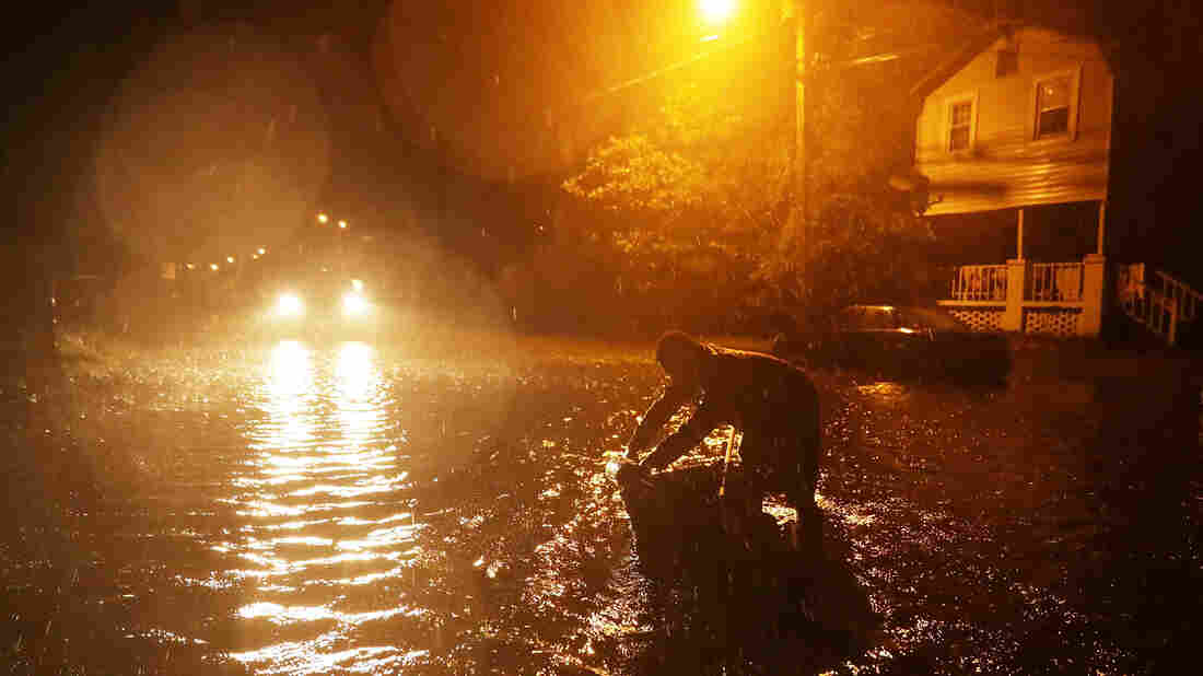 Florence plows inland, leaving 5 dead, states flooded
