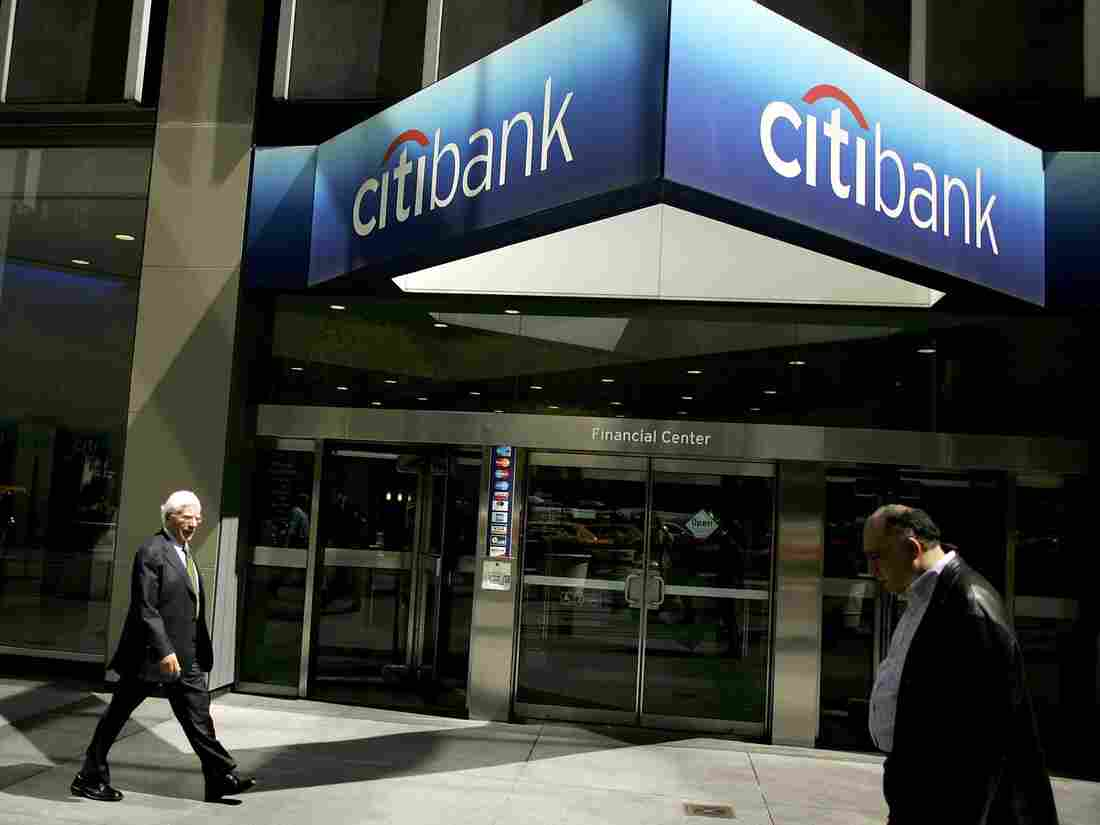 ) Pedestrians pass the Citibank building April 17, 2006 in New York City. Citigroup announced late on November 26, 2007 that it had sold a $7.5 billion stake to the Abu Dhabi Investment Authority, a sovereign investment fund. The cash infusion is expected to aid Citigroup's capital base after it incurred heavy losses in the mortgage crisis. (Photo by Spencer Platt/Getty Images)