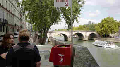 Paris Plunges Deeper Into Potty Talk With New Appeal Against Public Urination