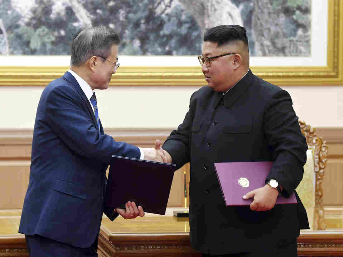 Two Koreas sign joint agreement after leaders' one-on-one summit