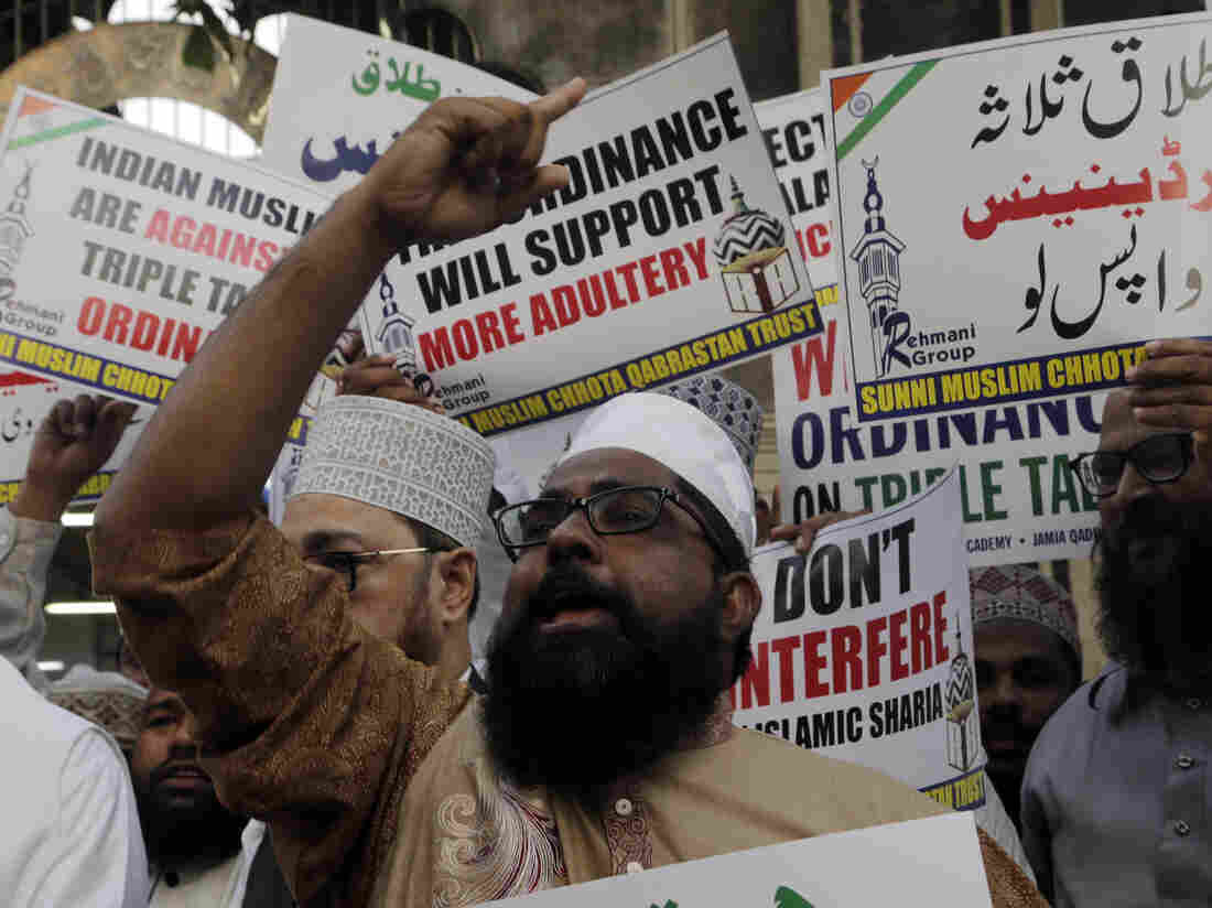 India bans instant divorce by Muslim men