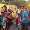 Índios celebram e oram pelo deus com cabeça de elefante Ganesh