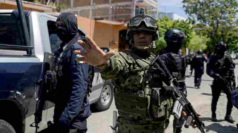 Mexican Authorities Disarm Acapulco Police, Fearing Infiltration By Drug Gangs