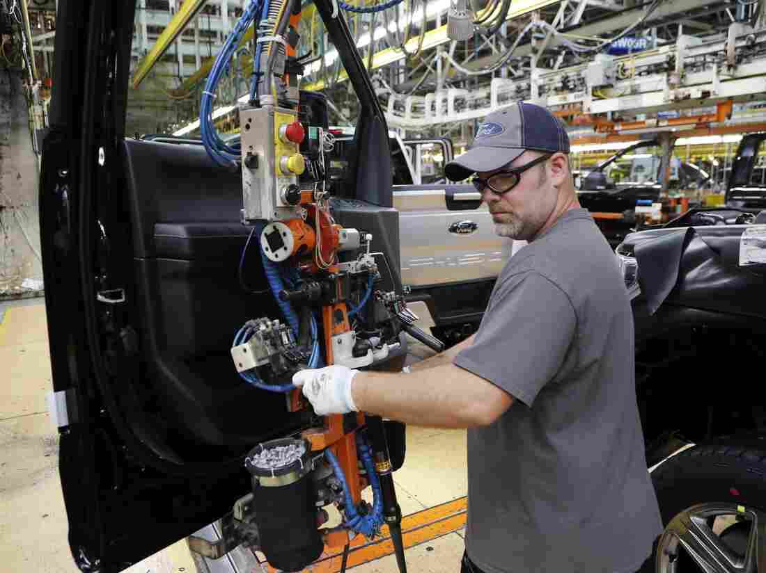 US Job Growth Cools; Unemployment Rate Falls to 3.7 Percent