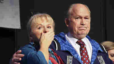 Nation's Only Independent Gov. Drops Re-Election Bid In Alaska And Backs Democrat