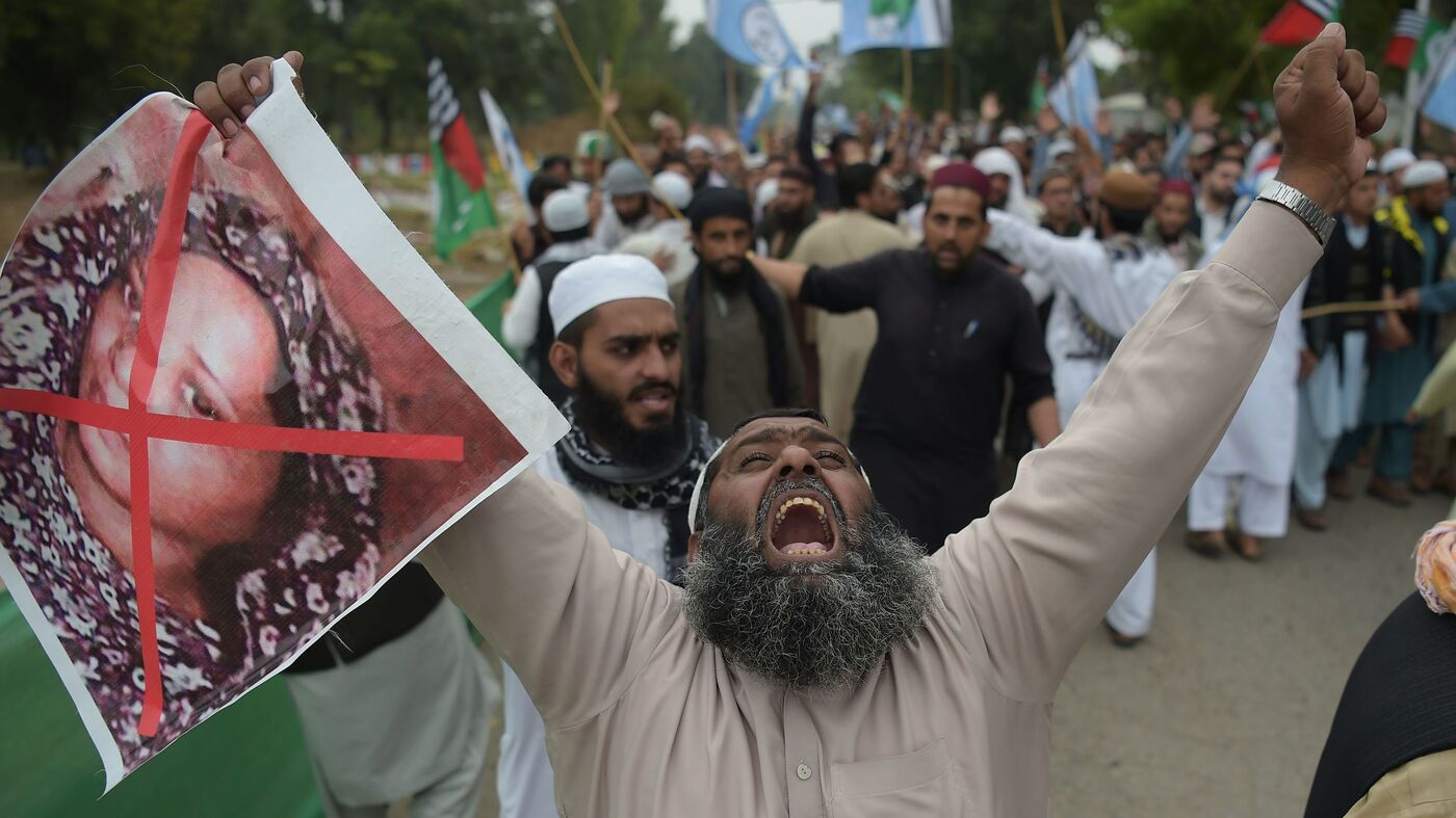 Protesters Delay Release Of Pakistani Woman Acquitted For Blasphemy
