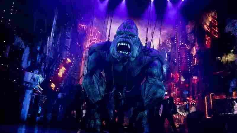 """百老汇的""""金刚""""是房间里的2,400磅重的大猩猩"""