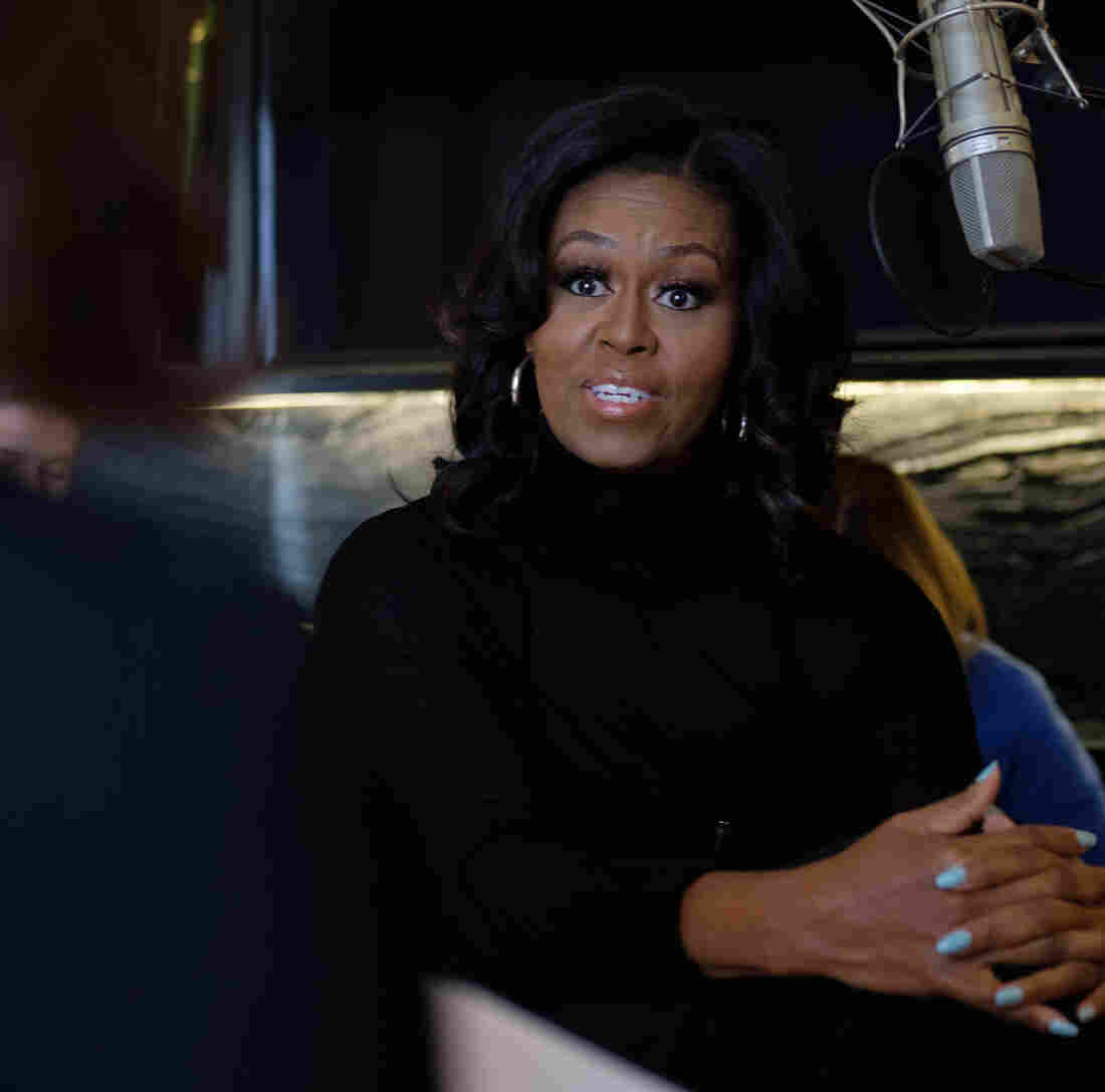Michelle Obama kicks off book tour at United Center