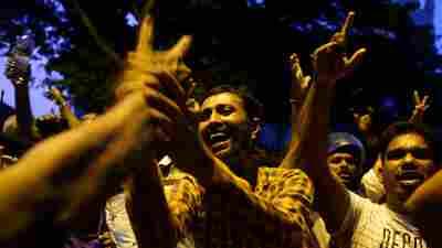 Sri Lankan Supreme Court Blocks President's Bid To Dissolve Parliament