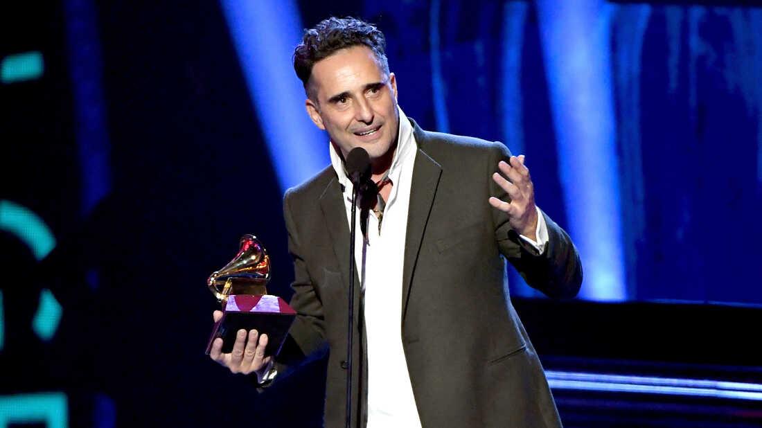The 19th Annual Latin Grammy Awards Reward Hip-Shaking, Deep Thinking