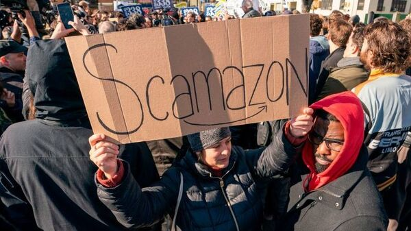 """Protesters gather in Long Island City to say """"No"""" to the Amazon """"HQ2"""" decision on November 14, 2018 in Long Island City, New York."""