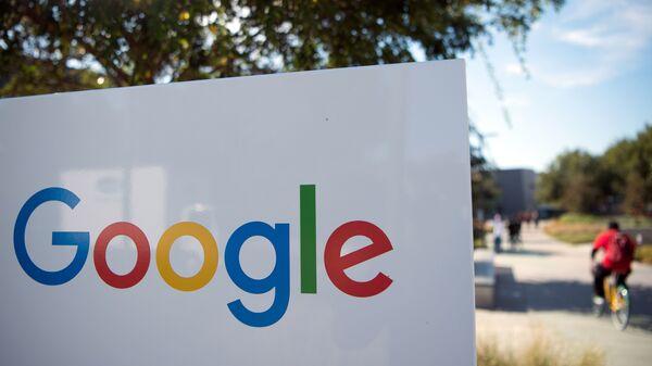 Google Tweaks Email Program That Assumed An Investor Was Male