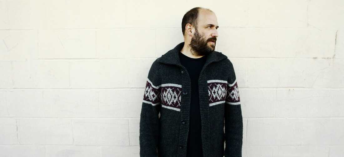 """David Bazan's cover of Now, Now's """"Thread"""" appears on volume eight of Kevin Devine's Devinyl Splits serie"""
