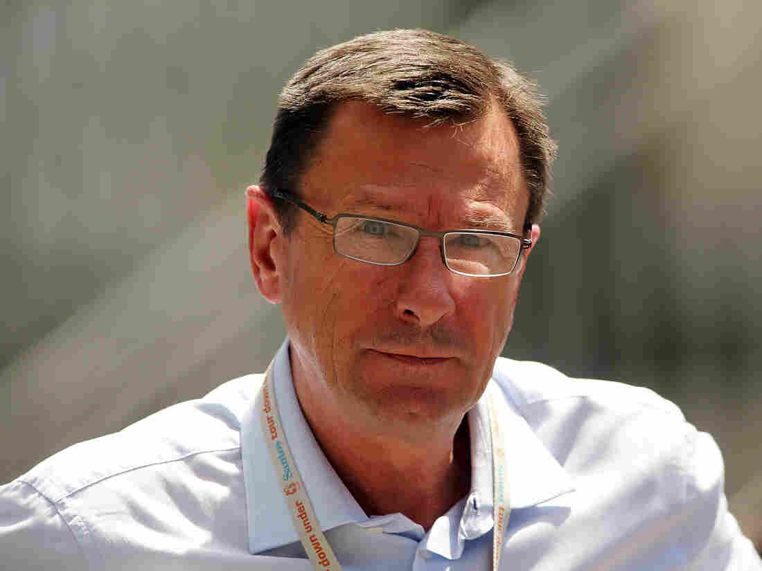 Paul Sherwen, British road race champion and cycling commentator, dies aged 62